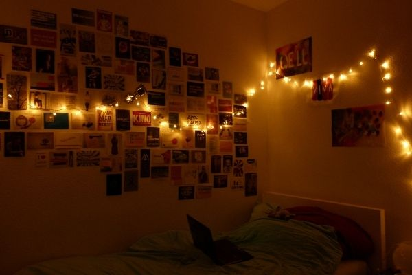12 Cool Ways To Put Up Christmas Lights In Your Bedroom C