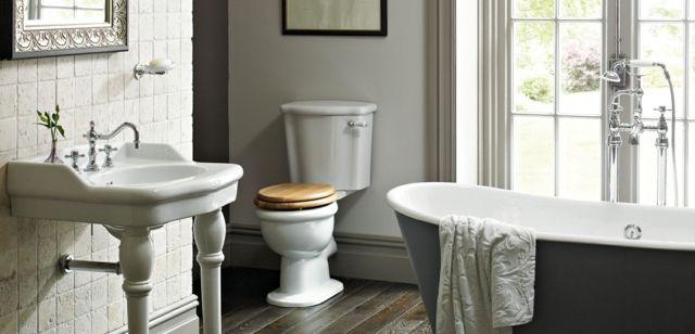 baignoire ancienne pour une salle de bains retro salle. Black Bedroom Furniture Sets. Home Design Ideas