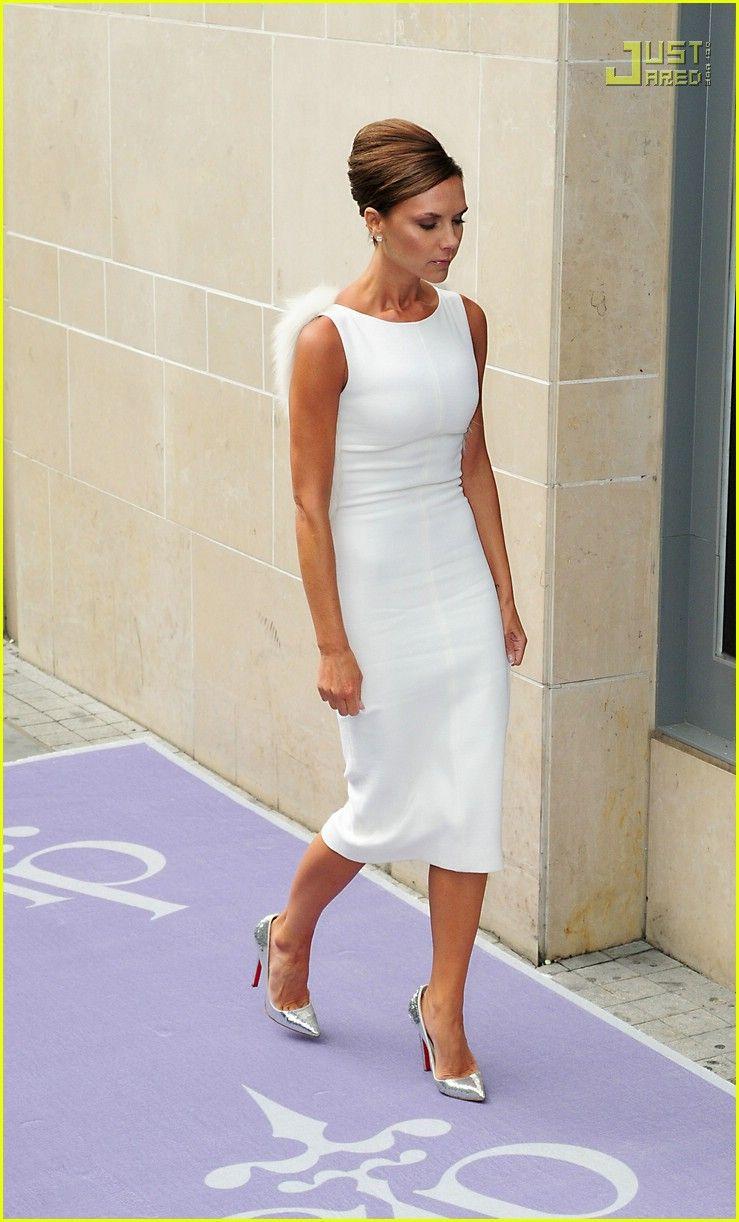Victoria Beckham Is A Valli Girl Victoria Beckham Giambattista Valli 17 Photo Victoria Beckham Style Victoria Fashion Victoria Beckham Outfits [ 1222 x 739 Pixel ]