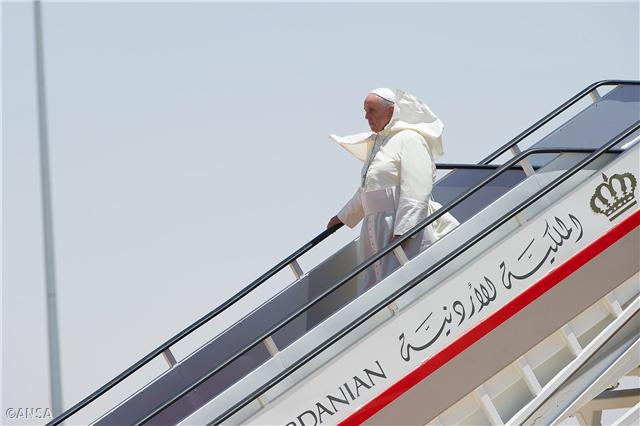 Su Santidad Francisco arrivando a Jordania para iniciar su viaje pastoral a Tierra Santa. Mayo de 2014