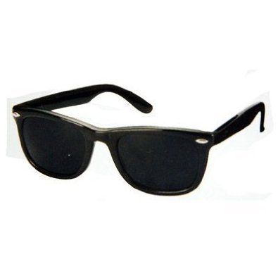 f7fd13c660b33 Cheap black Wayfarer-knockoff sunglasses. $4 on Amazon or you can ...