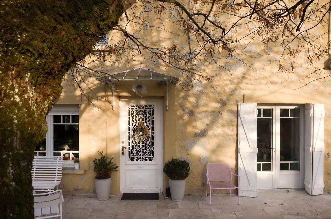 """Julie on Instagram: """"Ça sent la fin... (de ce joli we ensoleillé) 😩 . . #chezmoi #home #homesweethome #oldhouse #maisonenpierre #renovation #instahome…"""""""