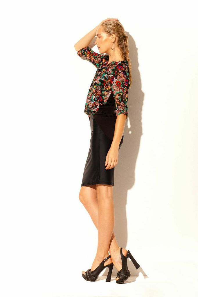 85a933a263 Camisa estampada combinada de gasa y seda fría con falda tubo negra ...