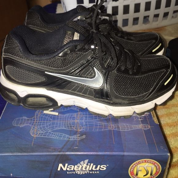 Women's Nike shoes Women's Nike shoes in great condition never worn Nike Shoes Athletic Shoes