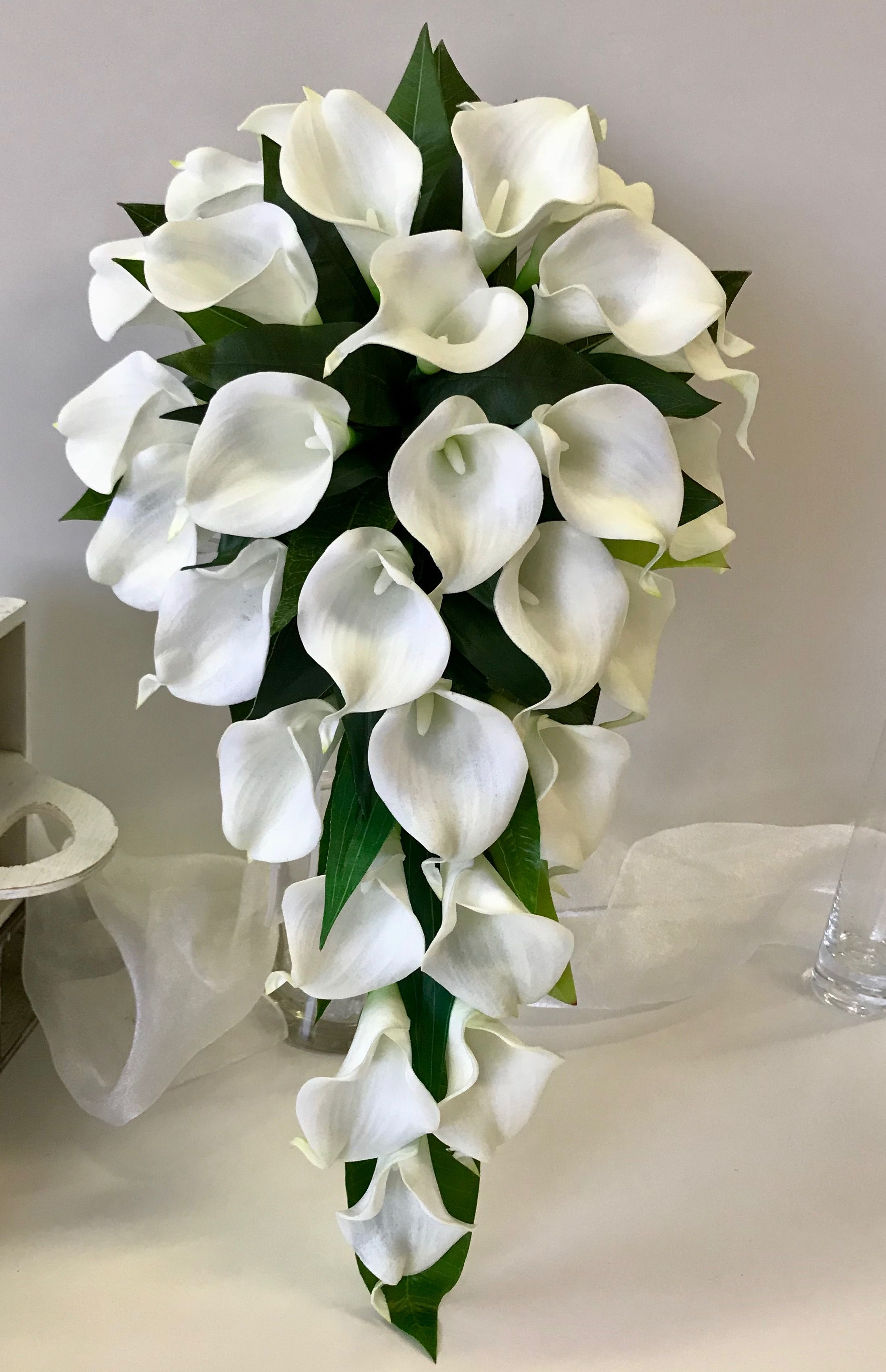 White calla lily bouquet wedding cake pinterest lily bouquet white calla lily bouquet izmirmasajfo