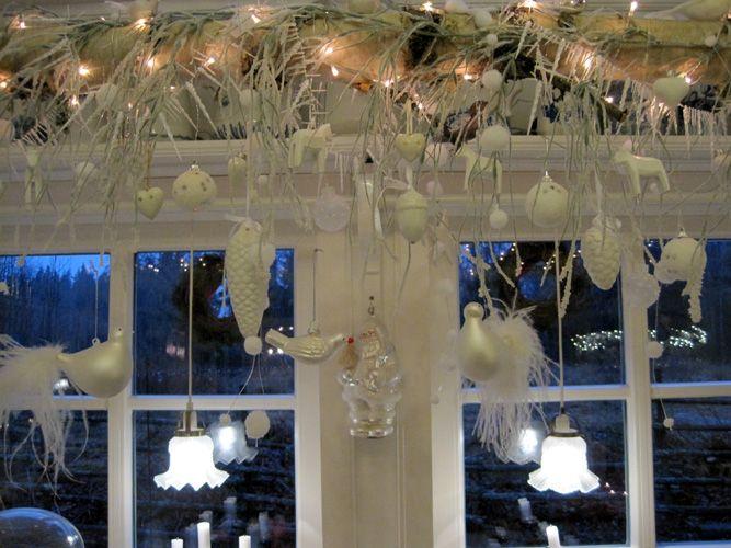 Birkenstamm Mit Weihnachtsdeko Winter In Schweden