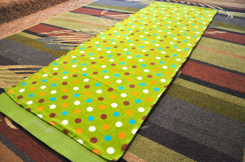 Diy No Slip Yoga Towel No More Sweaty Hands Yoga Towel Diy Diy Yoga Yoga Mat Towel