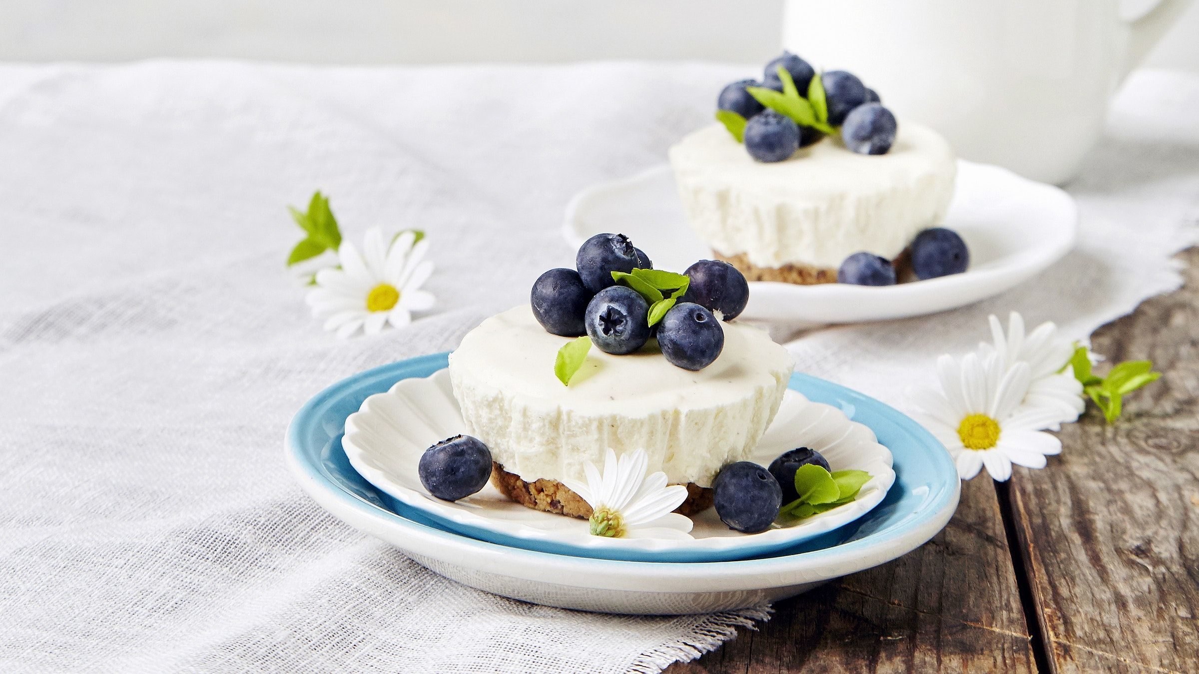 Pienet, suloiset juustokakut ovat gluteenittomia, mutta voit halutessasi käyttää pohjiin myös muita keksejä. Resepti vain noin 0,95 €/annos*.