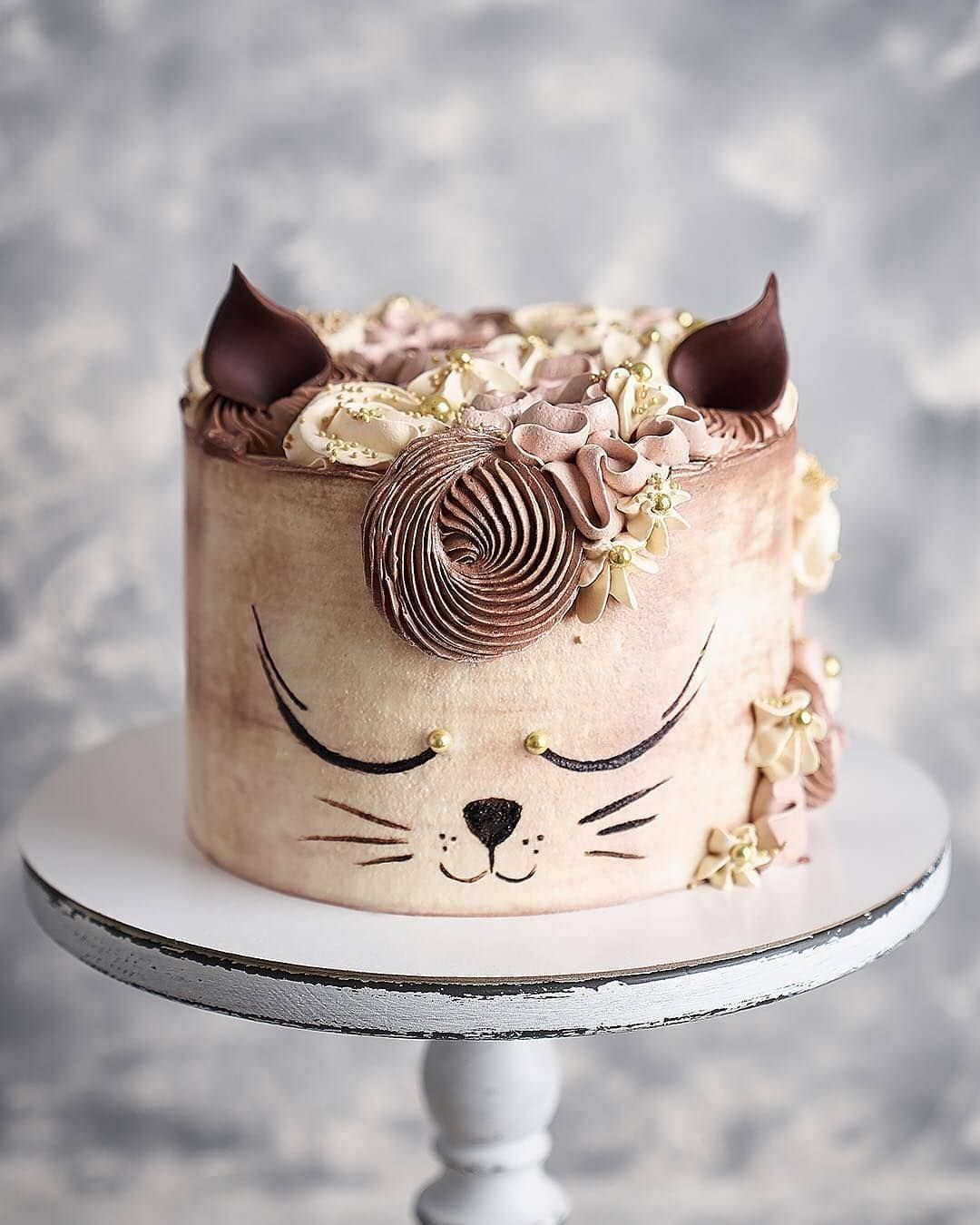 "Daily Baking Ideas 🍰 on Instagram: ""Ginger elegant cat 🐈 Yay or Nay?  Repost from @yummytreats.food 📷 @annabel_bakery . . . #weddingideas #chocolate #dessert #instacake…"""