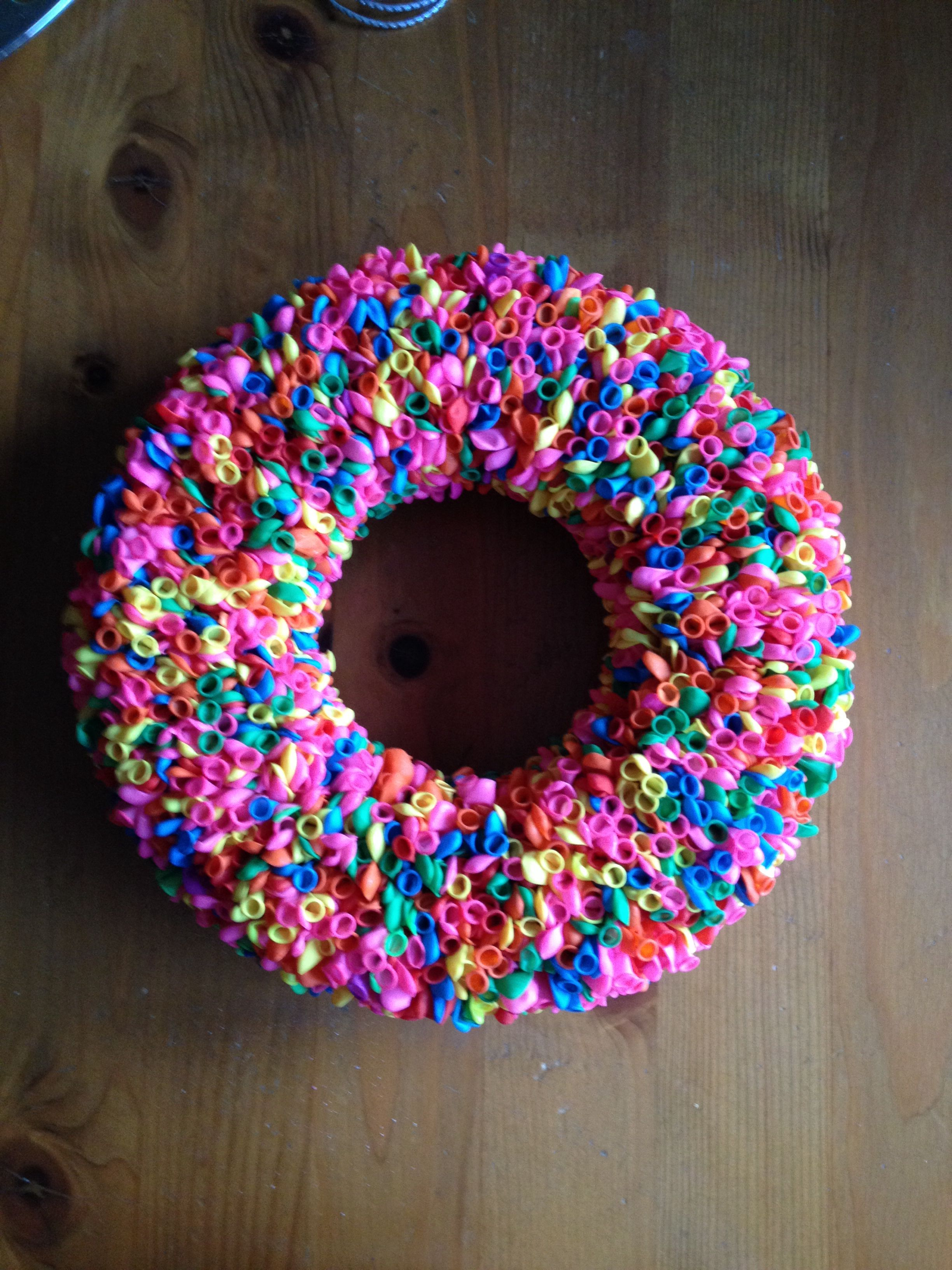 Kleine ballonnen krans kransen pinterest ballonnen for Ballonnen decoratie zelf maken