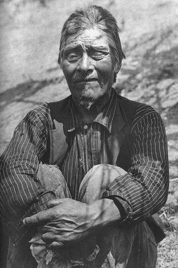 An Old Photograph Of Wintun Joe Aka Joe Thomas Wintu 1903 Native American Native American Indians Historical Pictures
