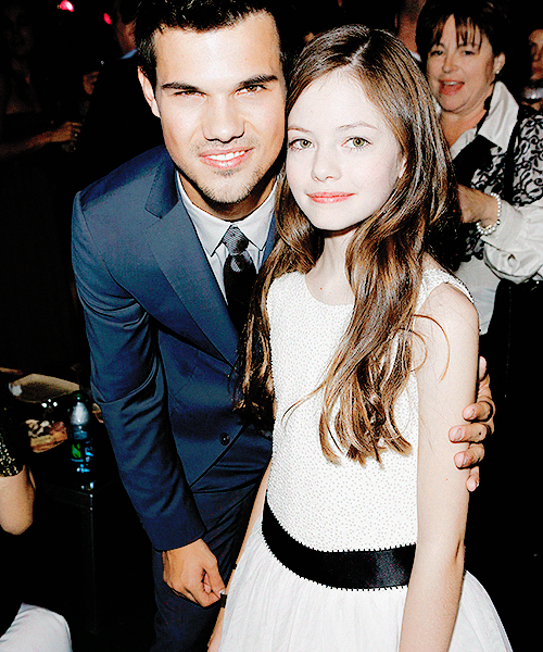 Mackenzie Foy (right) and co-star Taylor Lautner