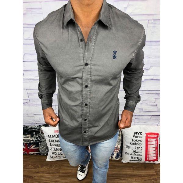 3c49d95489cea Encontre aqui na Grifeshopping Camisa Burberry Masculina marcas e com os melhores  preços. São grandes