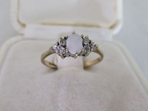 Vintage Opal Ring 9ct Gold Hallmarked Six Clear Cz Stunning