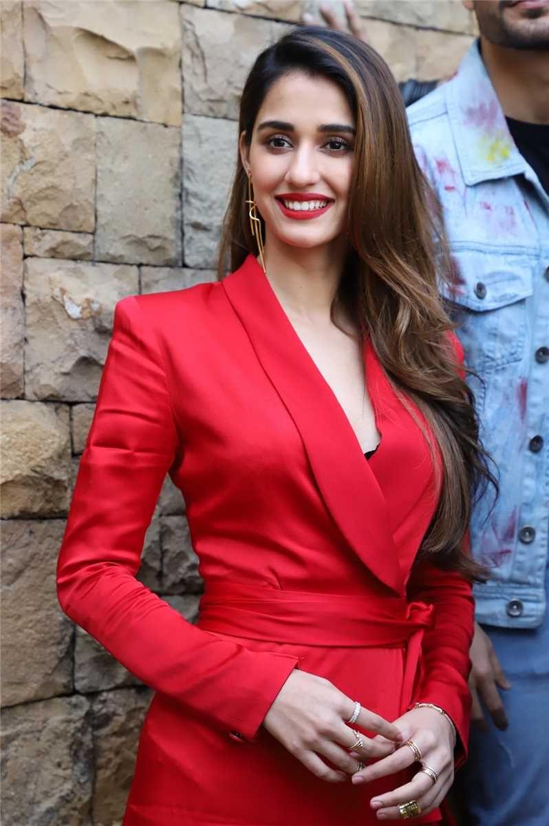 Disha Patani Aditya Roy Kapoor Anil Kapoor At Jw Marriott For The Promotions Of Film Malang In 2020 Beautiful Bollywood Actress Disha Patani Roy Kapoor