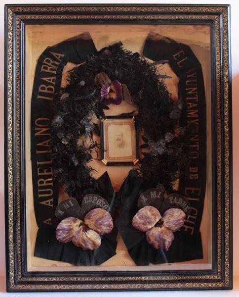 """Aureliano Ibarra fallece el 17 de Noviembre de 1890. Es uso de la época la elaboración de una""""orla funeraria como recuerdo del fallecido."""