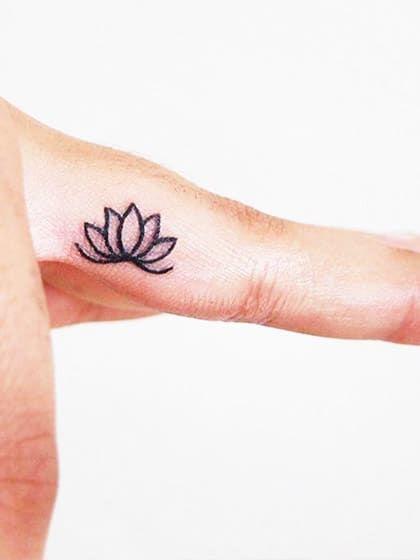 finger tattoos warum sie gerade so angesagt 20 ideen f r zarte finger tattoos bilder galerie