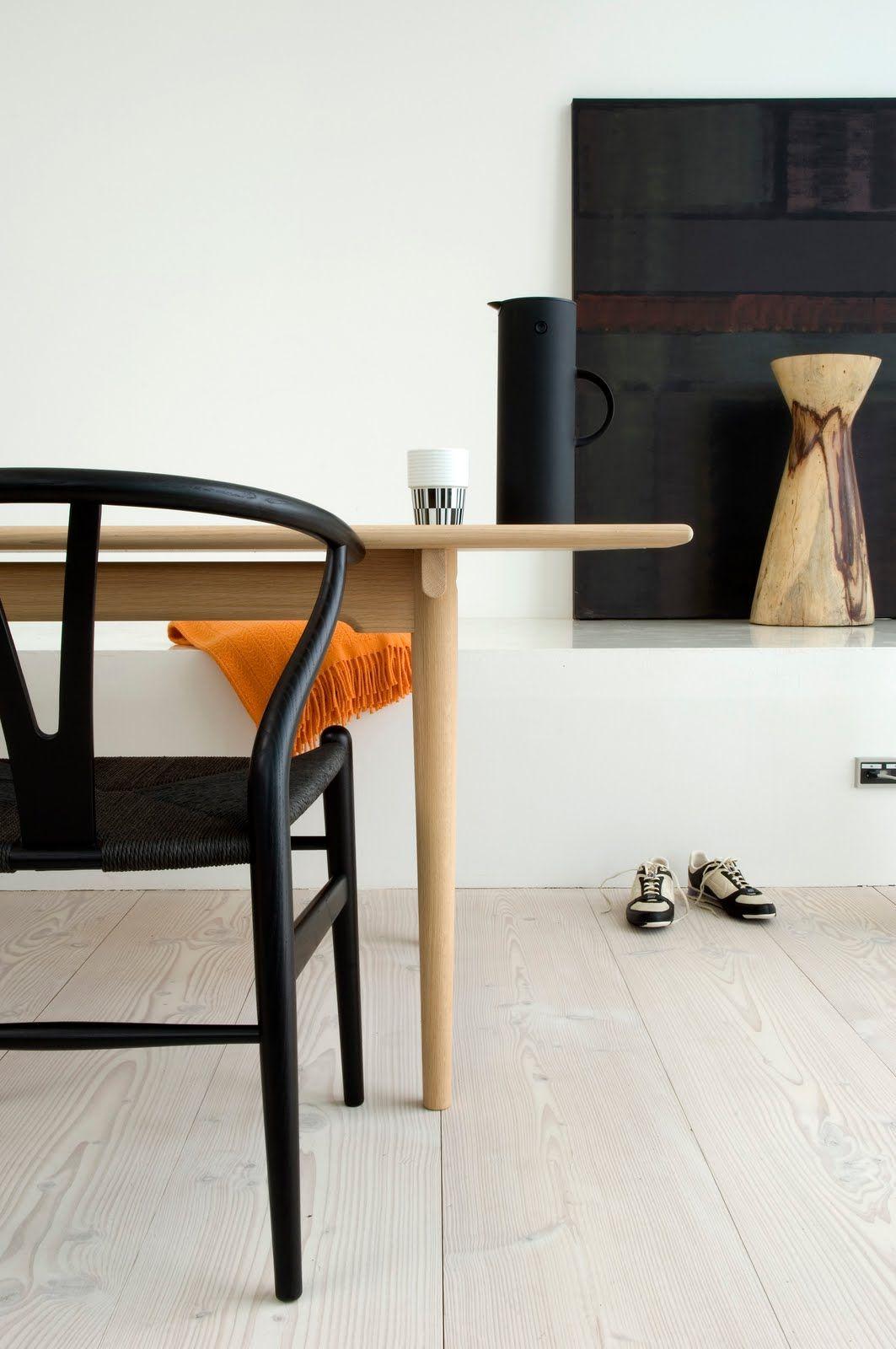 Black Seat Wishbone: http://www.danishdesignstore.com/products/wegner-wishbone-chair-black-seat