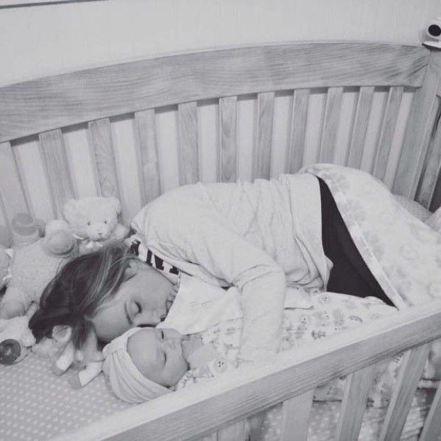Als Papa Heim Kommt Findet Er Mama Im Kinderbett Dann Realisiert Er Die Schockierende Wahrheit Kinder Bett Kindererziehung Kinder Und Elternschaft