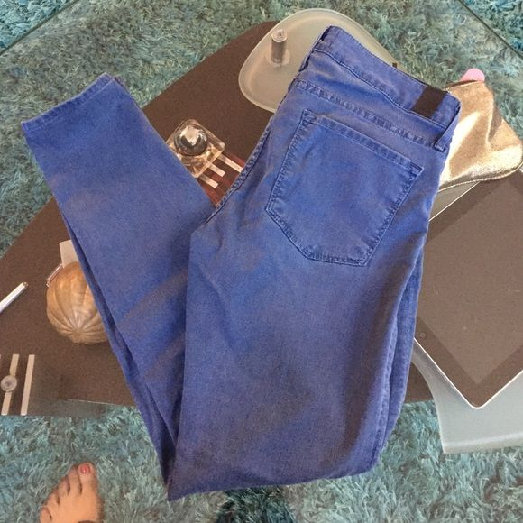 Vince skinny jeans Used condition Vince skinny jeans size 27 inseam 27 Vince Jeans Skinny
