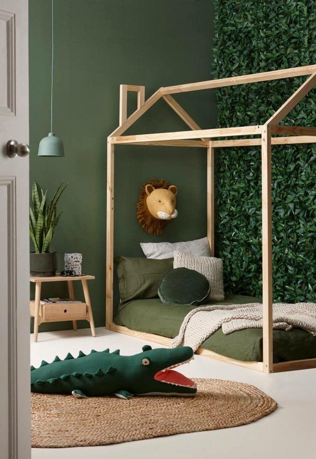 Chambre d\'enfant scandinave exotique vert marron beige kaki bois ...