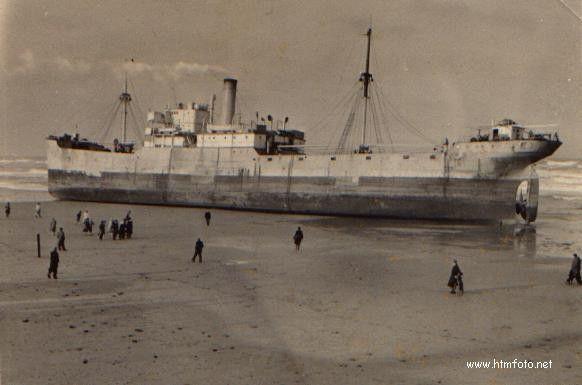 de Carthago (Frankrijk) op het strand van Scheveningen, 1 februari 1953