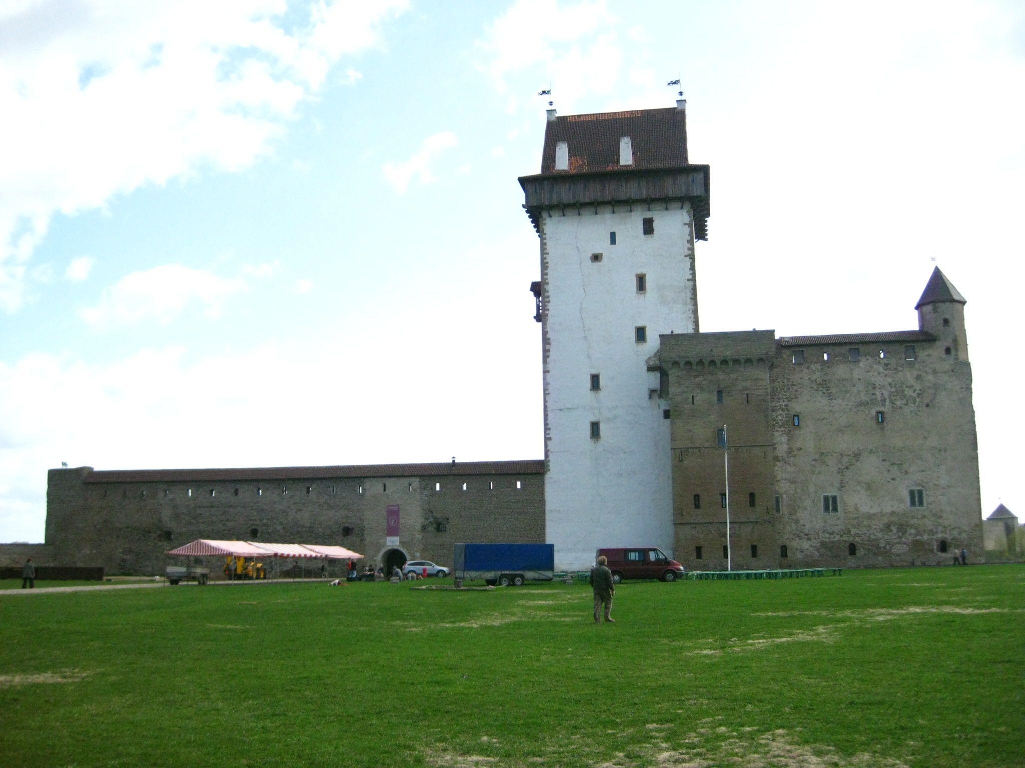 Hermann Castle In Narva Estonia Castelo De
