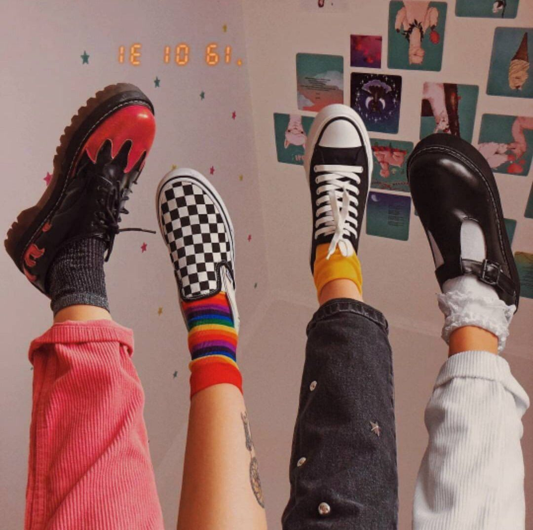 Pin By Basia Bola On Squad And Gang Shit Retro Outfits Fashion Aesthetic Clothes