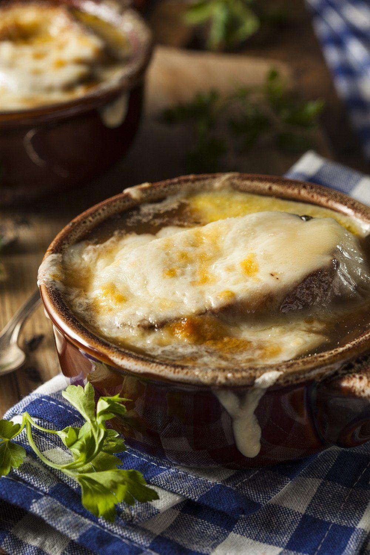 Soupe à l'oignon gratinée au cantal | Recette | Oignon français, Idée recette, Soupe à l'oignon