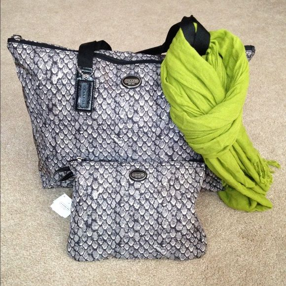 """Auth COACH Snake Print Weekender Travel Set Gunmetal color. New. Nylon Packable Weekender, Travel, Tote Bag. Nylon Removable pouch snap. Approximate measurement Tote size 20 3/4in (L) x 11 1/4in (H) x 7 1/4in (W) , Handles with 10in drop Pouch Size - 9.5"""" (L) x 8"""" (H) X 1"""" (when the tote is packed inside of the pouch) Tote can be folded and placed inside. multifunctional pocket for compact storage. ⛔️ COMMENTS ABOUT TRADES AND PAYPAL WILL BE IGNORED ⛔️ Coach Bags Travel Bags"""