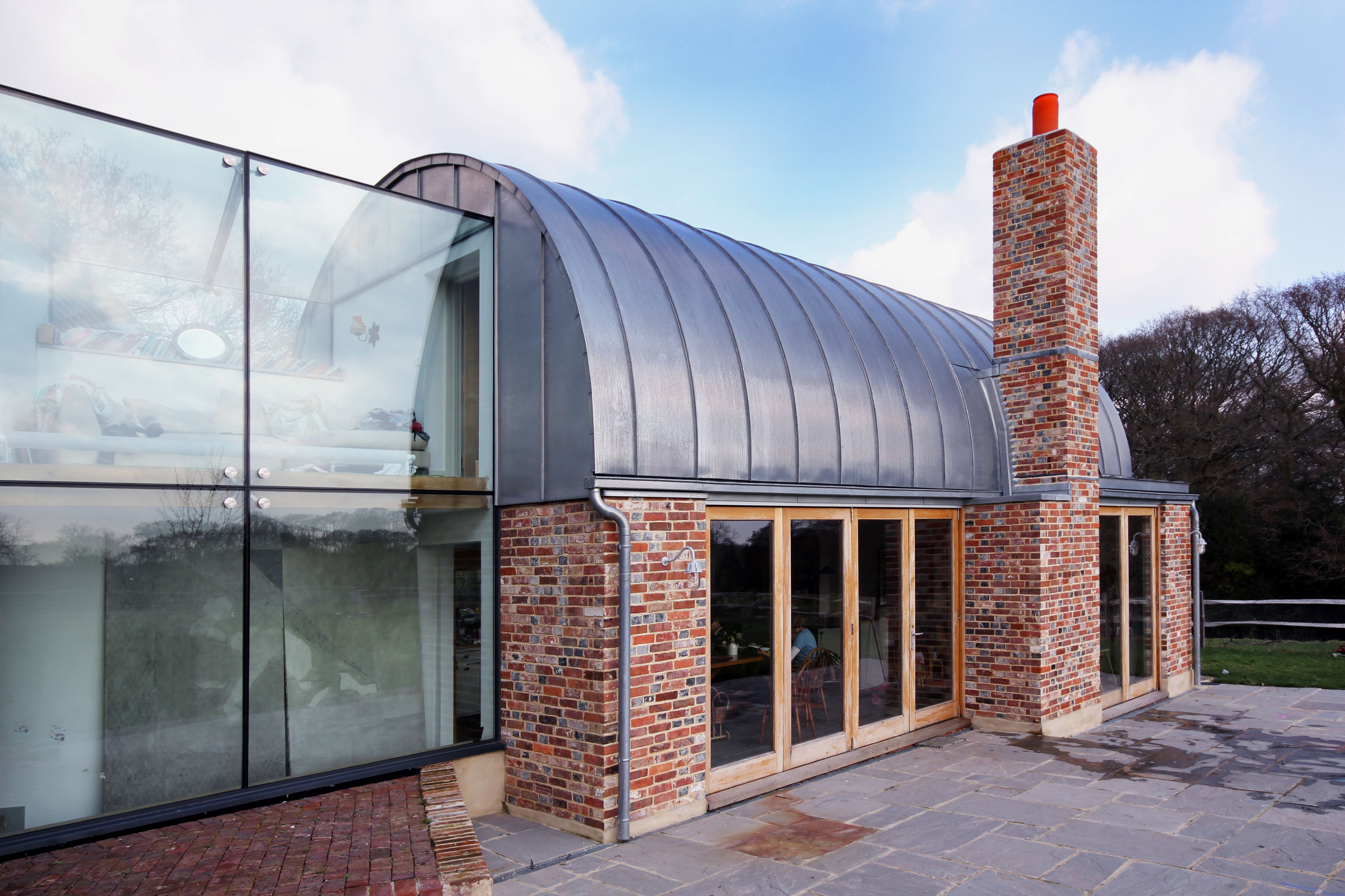 Best The Modern Extension To A Farmhouse Plays With Blended Red 640 x 480