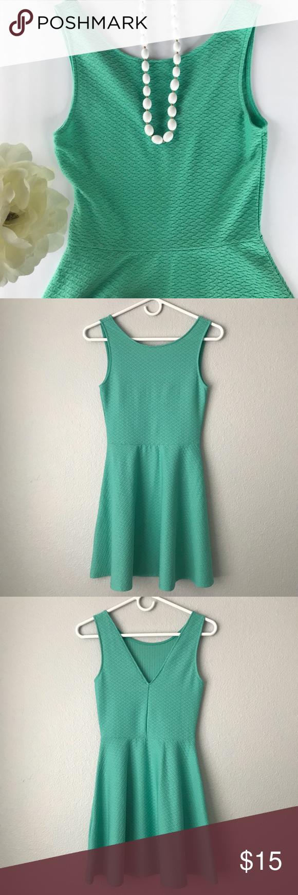H&m green lace dress  HuM Skater Dress with V back Mint Size   Skater skirt Smoke free