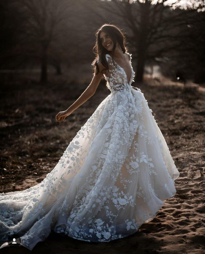 2019 Boho Wedding Dresses Backless Sweep Train Lace Applique Tulle Beach Bridal Gowns Cap Sleeves Deep V Neck robe de mariée #shortbacklessdress