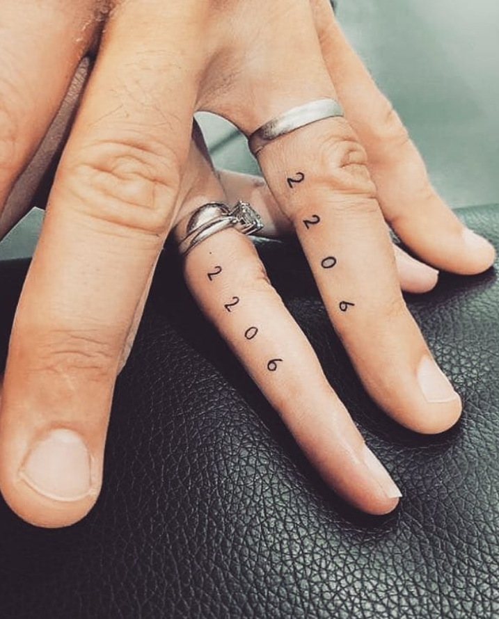 Meaningful Tiny finger tattoo design ideas for woman, unique finger tattoo , small finger tattoo ideas, inspirational tattoos, flower finger tattoo ideas, inside finger tattoo ideas #Tattoo #Fingertattoo #TinyTattoo #Figure