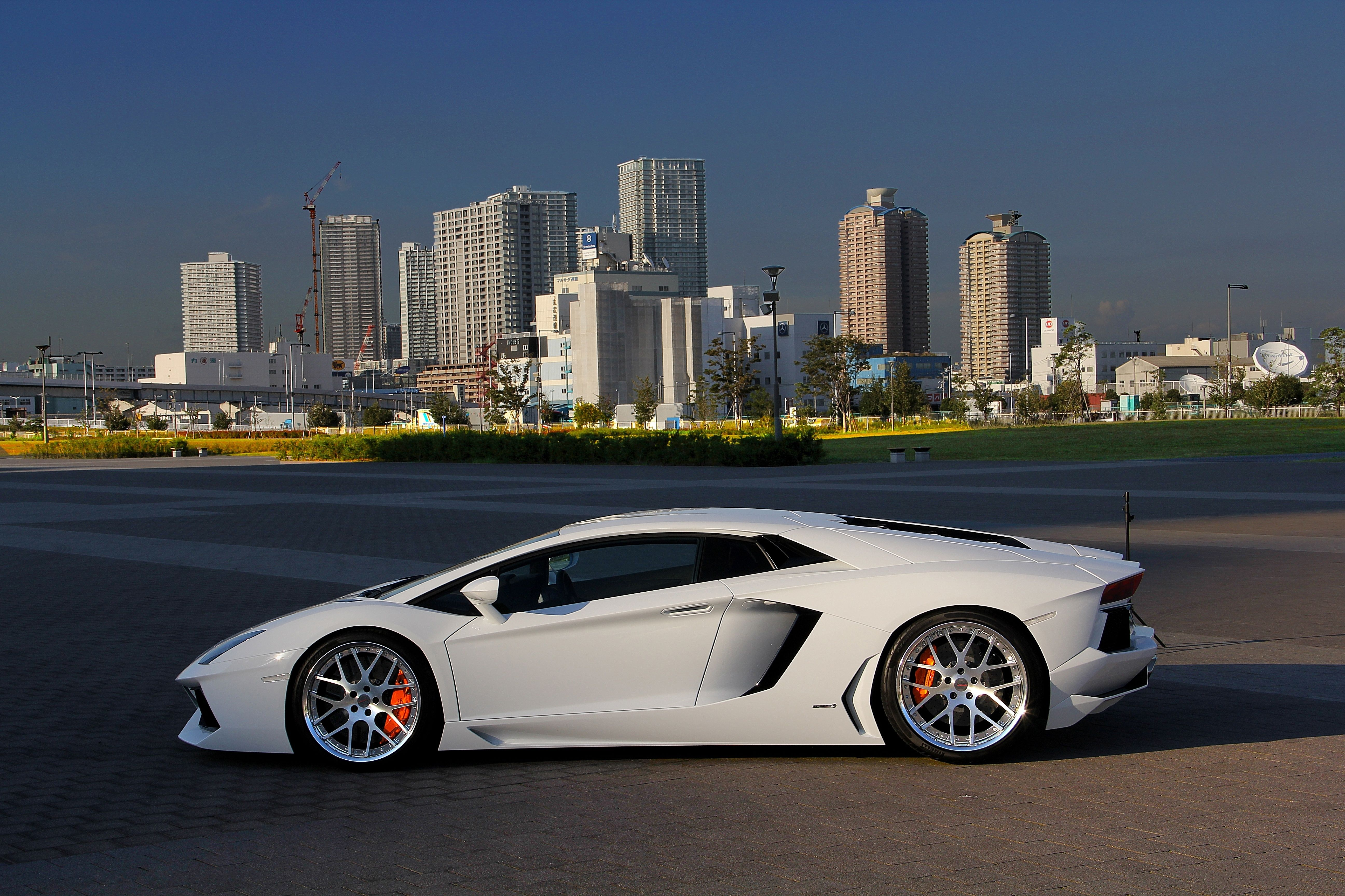 voiture lamborghini lamborghini aventador voiture blanche vue de c t best design. Black Bedroom Furniture Sets. Home Design Ideas