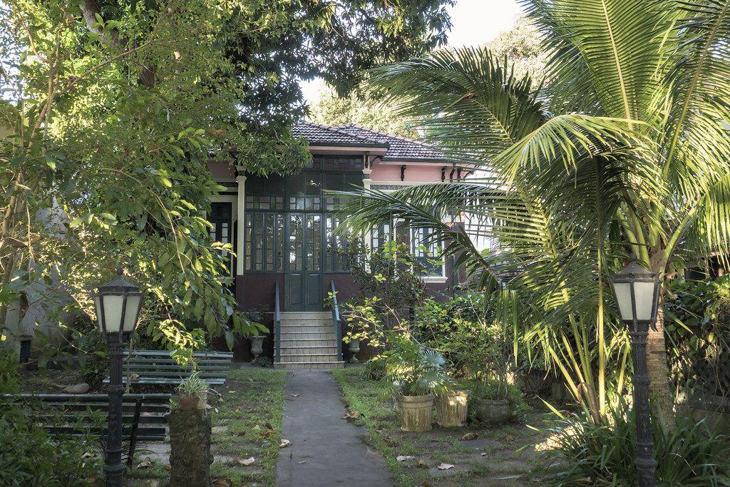 https://flic.kr/p/HLLKwK | Casas do Brasil | Ilha de Paquetá, Rio de Janeiro, Brasil. Tenha um ótimo dia! :-)  ____________________________________________  Houses of Brazil  Paquetá Island neighborhood, Rio de Janeiro, Brazil. Have a great day! :-)  ____________________________________________  Buy my photos at / Compre minhas fotos na Getty Images  To direct contact me / Para me contactar diretamente: lmsmartins@msn.com