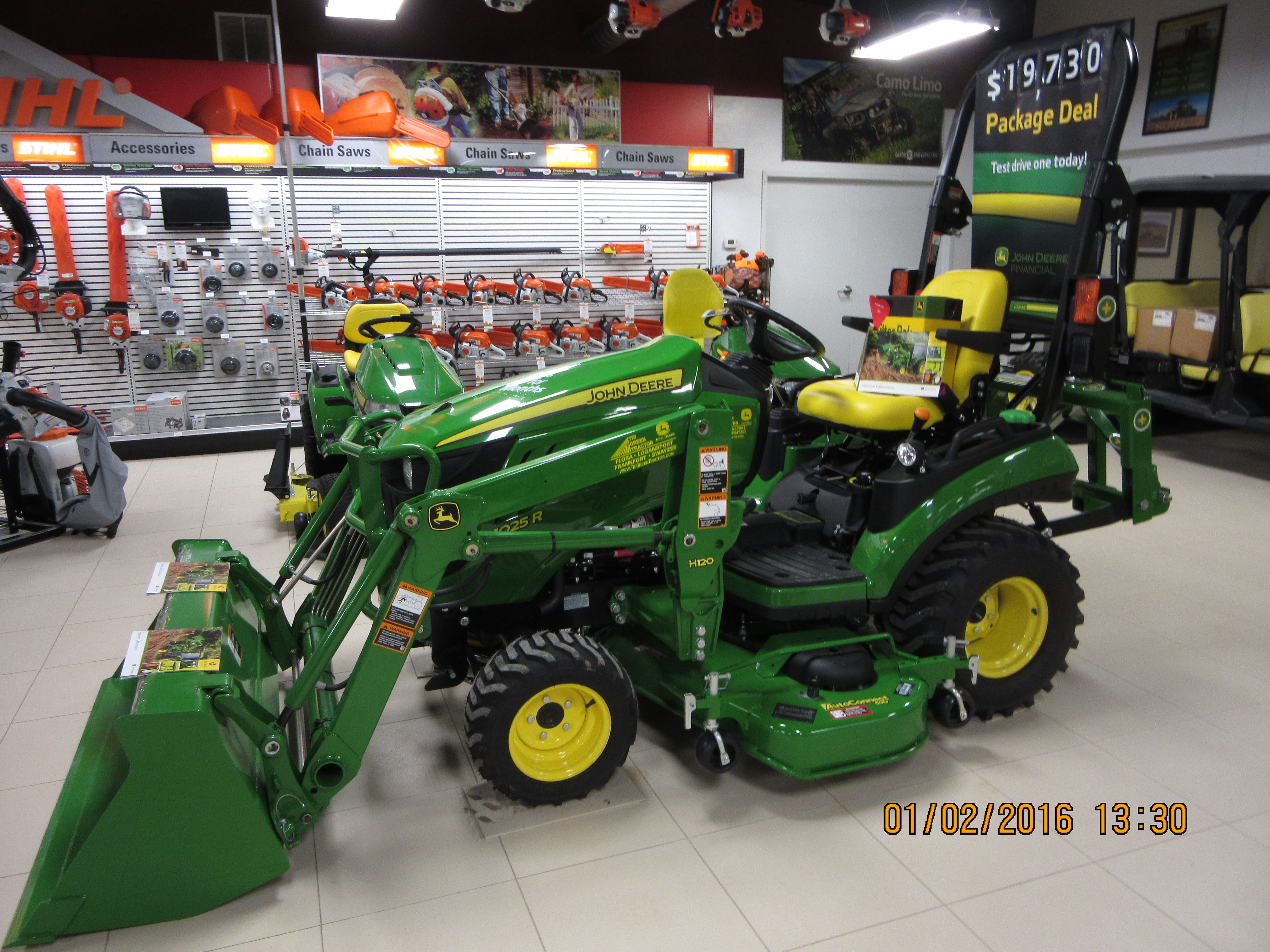 john deere 1025r h120 tri green tractor in flora pinterest tractor. Black Bedroom Furniture Sets. Home Design Ideas
