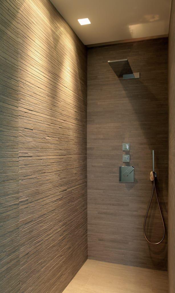 foto di bagno in stile in stile moderno : una doccia effetto ... - Bagni In Pietra Moderni