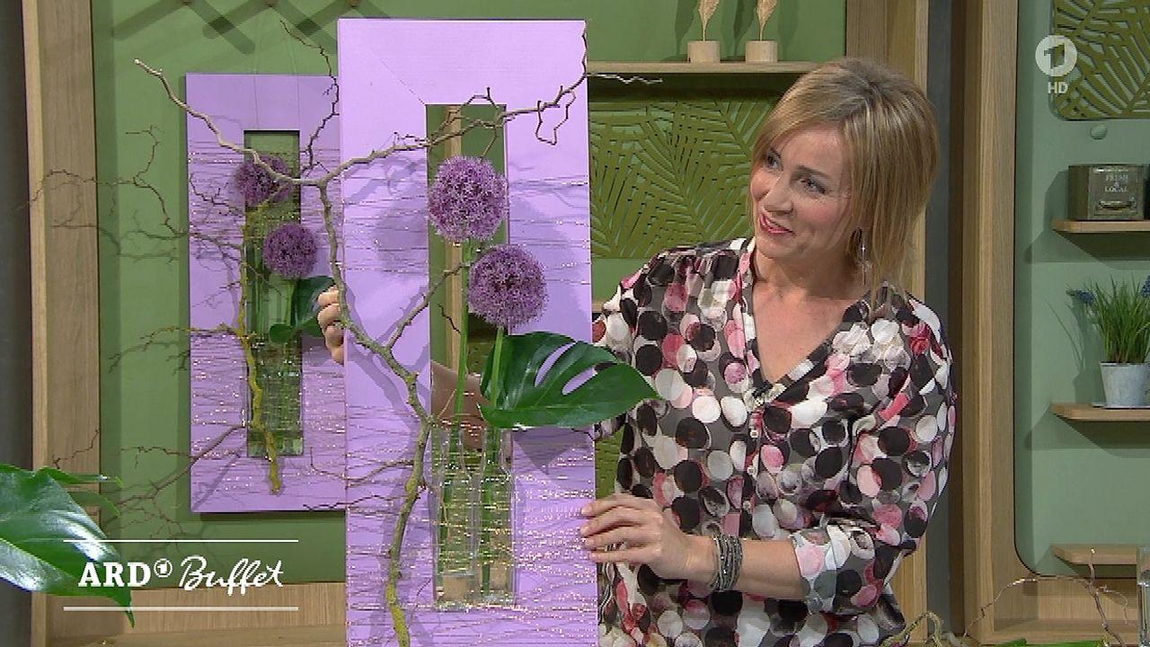 Allium Mit Monstera Blatt Im Rahmen Nadine Weckardt