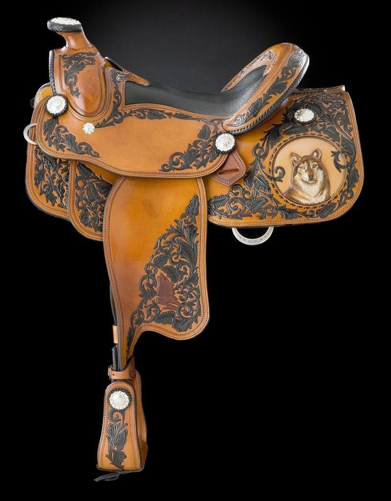 Skyhorse saddles - wolf detail