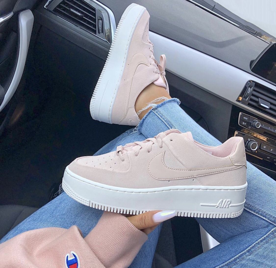 grosse chaussure nike pour femme