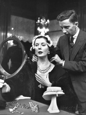 Salesman at Cartier's Showing a Diamond Necklace to Mrs. Julien Chaqueneau of New York Society / Alfred Eisenstaedt