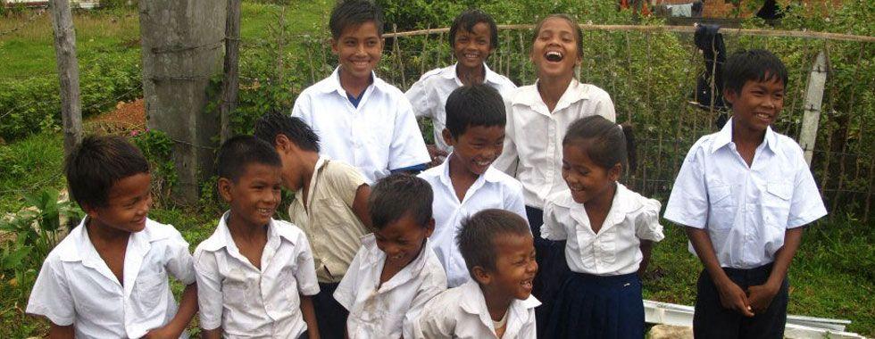 L'association KEPCHILDREN est avant tout un tremplin pour les enfants de Kep, petite ville située au sud-ouest du Cambodge. Pourquoi un tremplin ? Parce que KEPCHILDREN a pour première vocation d'aider ces enfants à être scolarisés, les ressources de leur famille ne le permettant pas.
