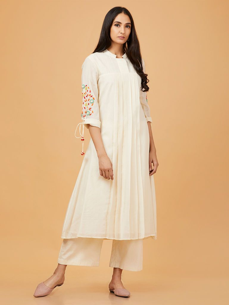 9afced1ed0 Off White Hand Embroidered Chanderi Silk Kurta | The Loom Ethnic ...