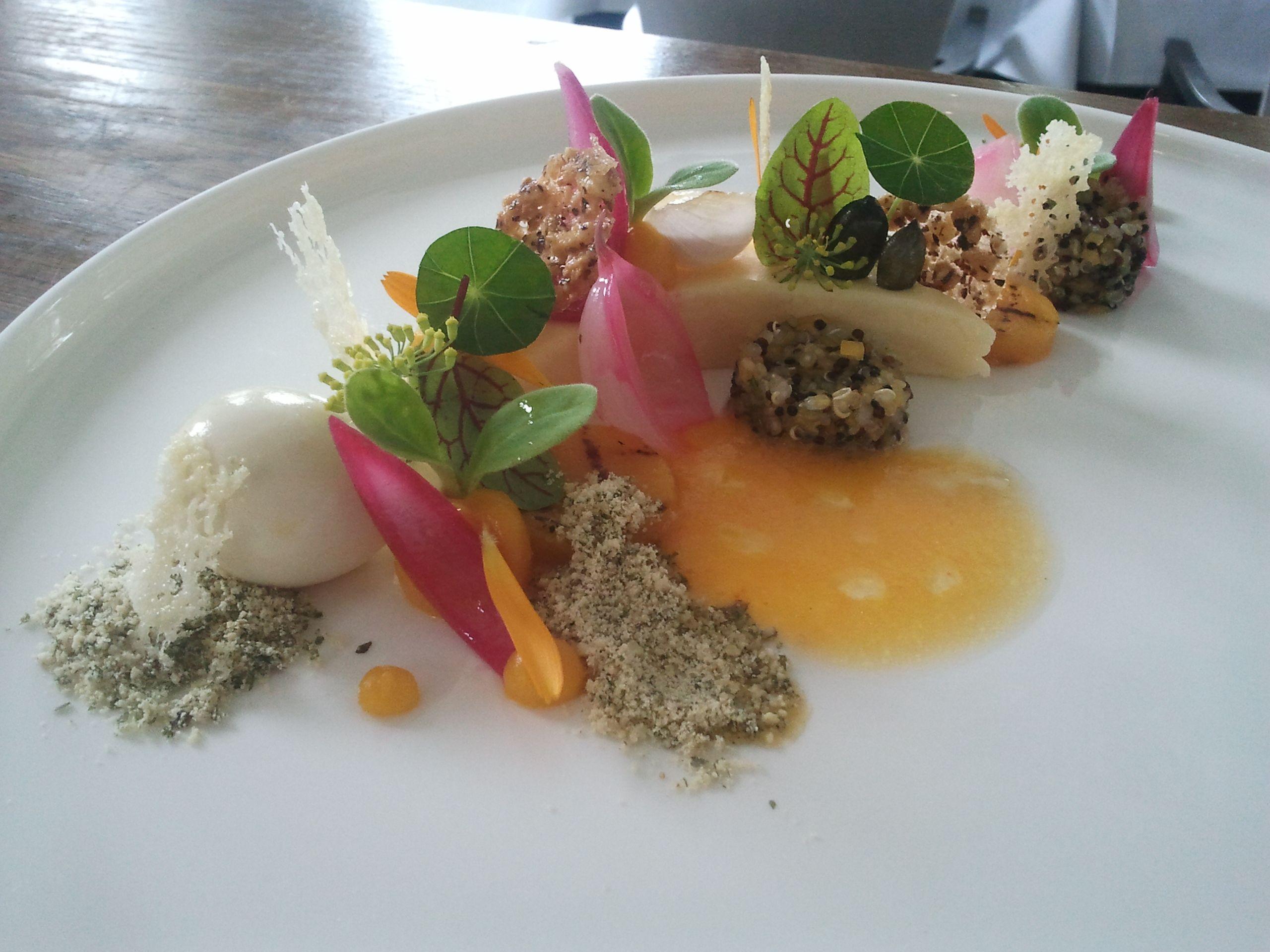 Vegetarisch recept pompoen, gierst, geitenkaas, hazelnoot, ui en paksoi van Restaurant Het Ambacht in Heerenveen: Dit heerlijke vegetarische recept...