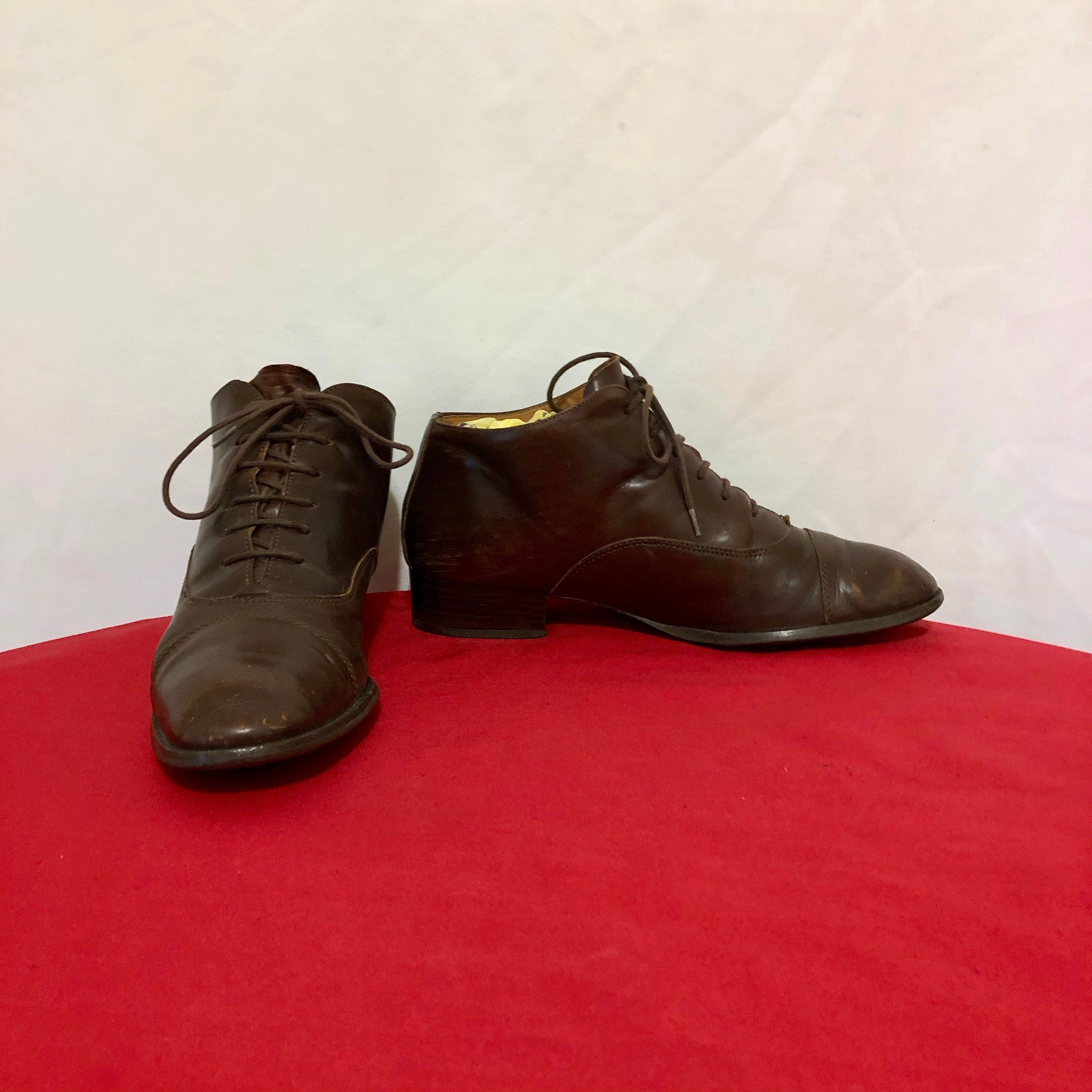 Size 8M Short Brown Genuine Leather 1980s Women Flat Lace Up Hiking Boots. Vintage Boots