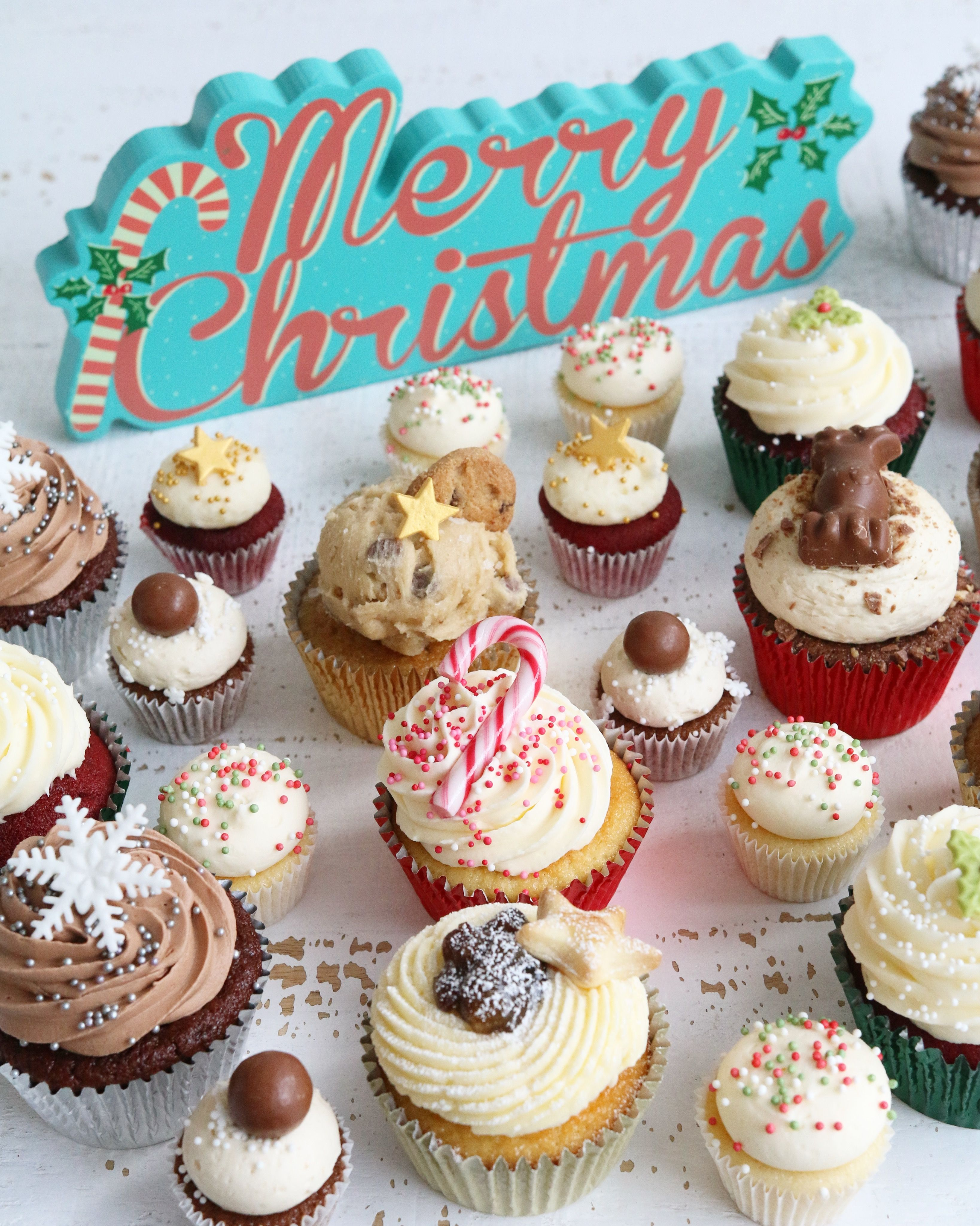 Merry Christmas Cupcake mix Cricket cake, Christmas