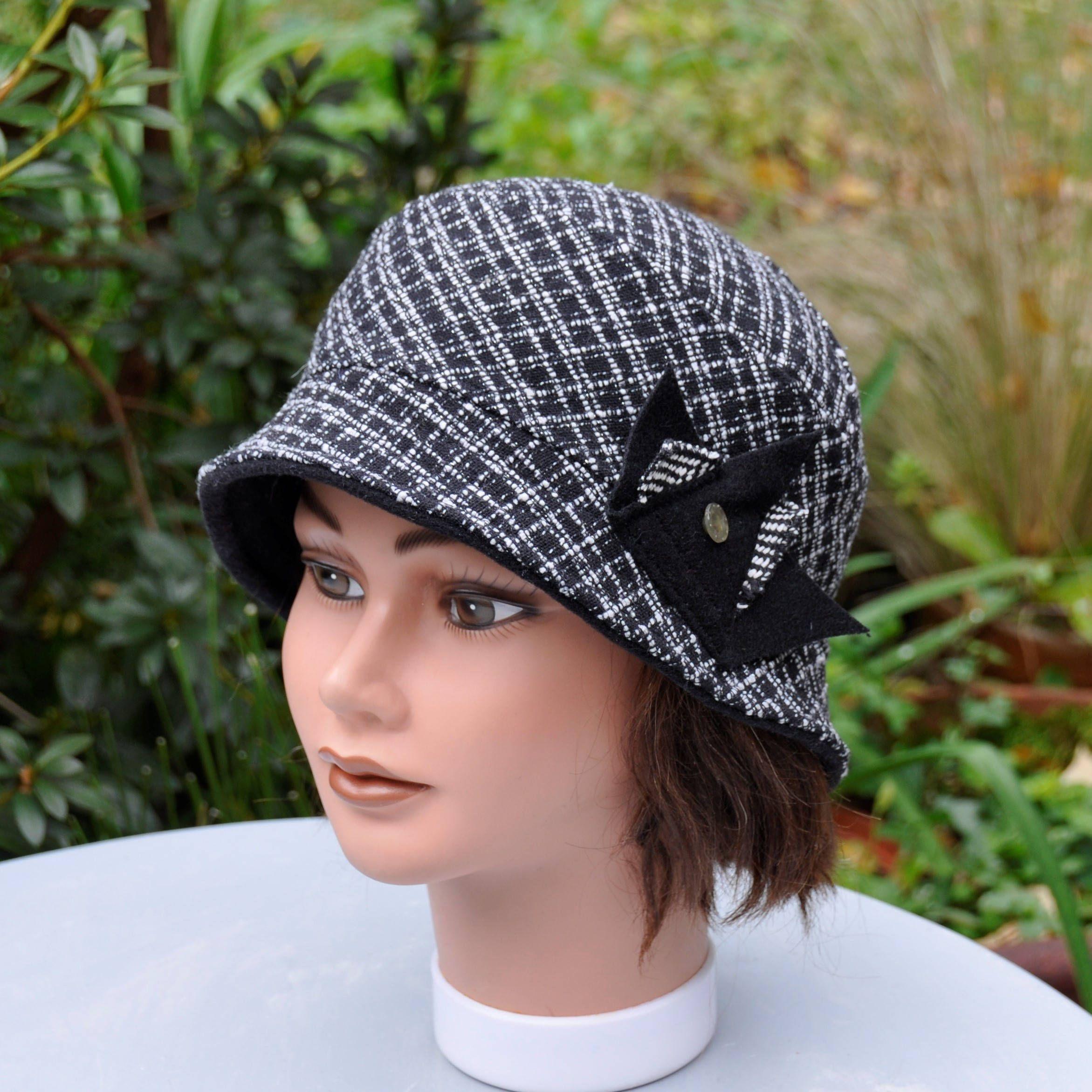 Chapeau cloche hiver en lainage petit écossais noir et blanc - Taille  57 57,5cm de la boutique Leolix sur Etsy e1f448671e2