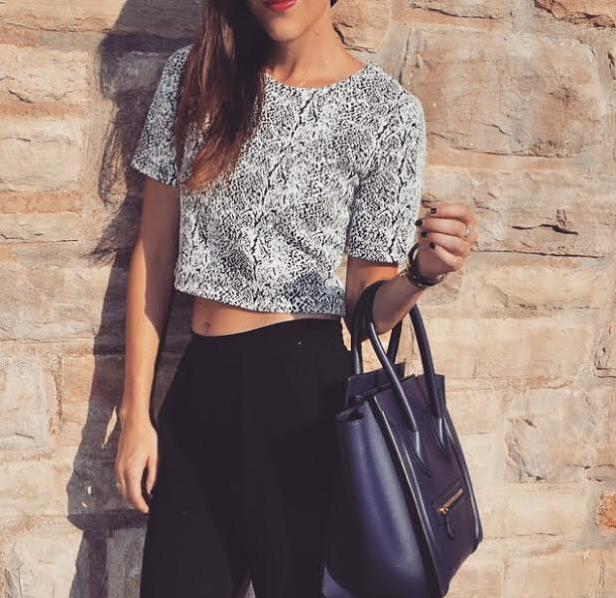 Crop tops forever! Love these pants too! They are from @frontdoorfash   #Fall #Style #Fashion #Navy #Chic #Simple # Easy