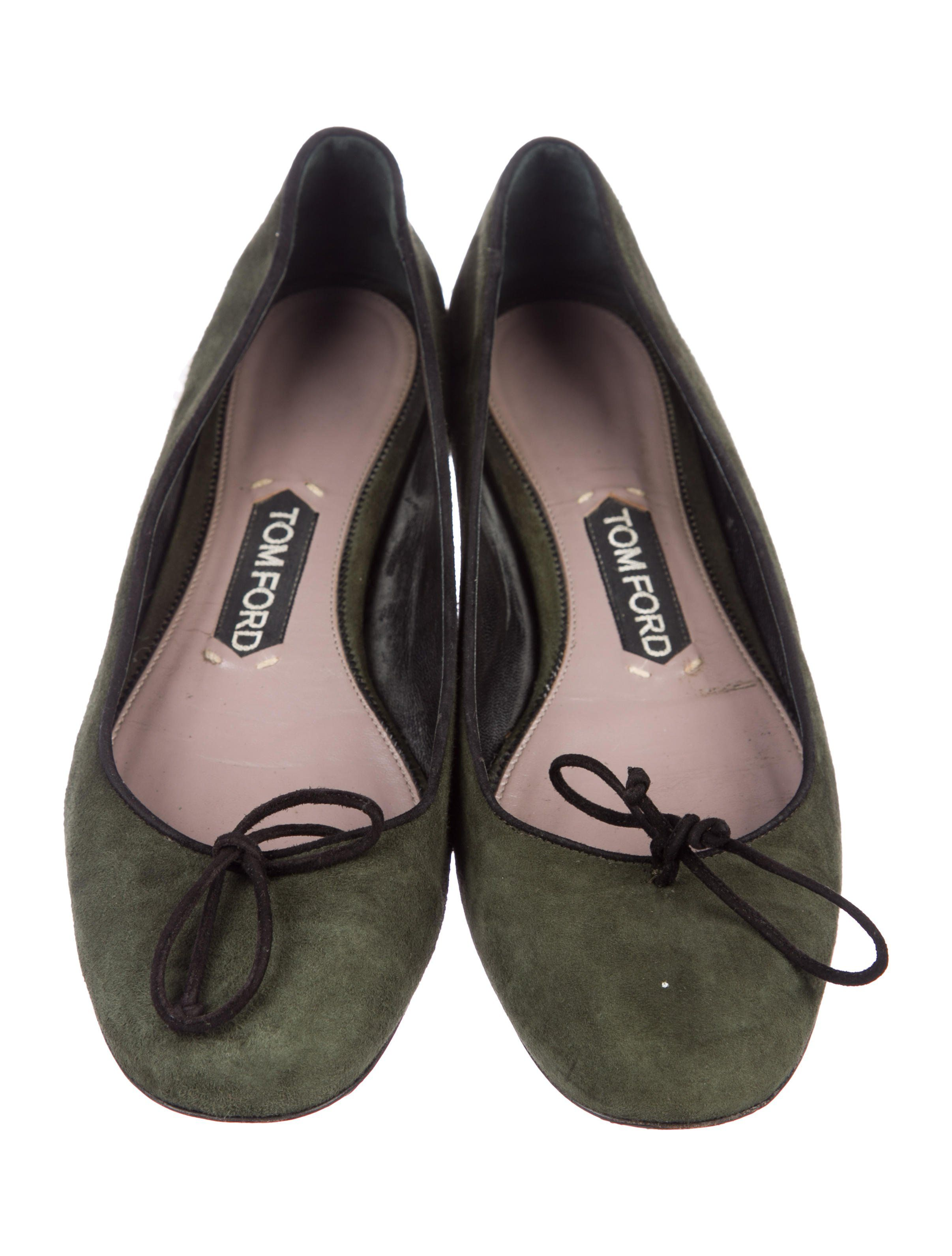 f6a960daeaf Olive green suede Tom Ford round-toe flats with tonal stitching
